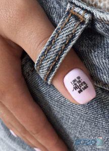 Роспись ногтей 2020 - надписи