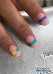 Яркие полоски - дизайн ногтей на 2020 год