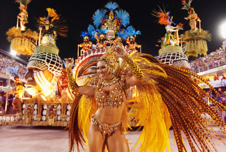 танцовщика на карнавале в рио-де-женейро