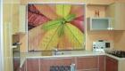 Вертикальные жалюзи с рисунком - модный декор кухонного окна