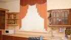 Вертикальные жалюзи - модный декор кухонного окна