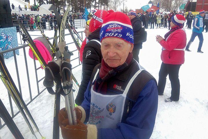 Старейший участник Лыжни России
