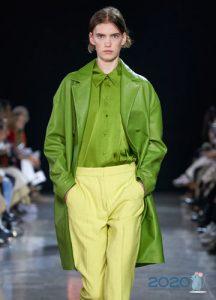Модная зеленая блузка весна-лето 2020