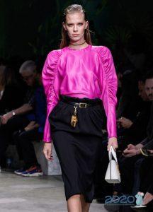 Модная малиновая блузка весна-лето 2020