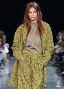 Модная бежевая блузка на 2020 год