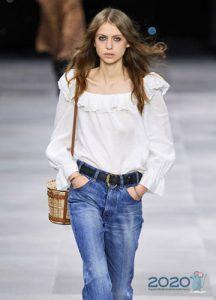 Модная белая блузка с воланами весна-лето 2020