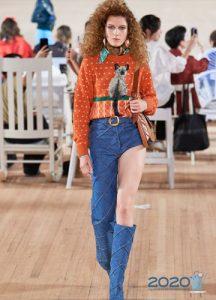 Модные асимметричные брюки из денима весна-лето 2020