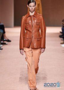 Модные нюдовые брюки сезона весна-лето 2020