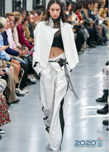 Классические брюки с лампасами весна-лето 2020