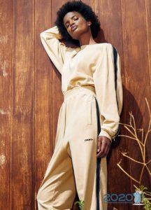 Модные брюки с лампасами весна-лето 2020