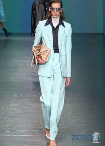 Модные бирюзовые брюки сезона весна-лето 2020