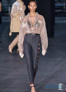 Модные джинсы с асимметричной перфорацией весна-лето 2020