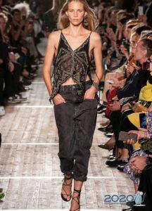 Модные черные джинсы сезона весна-лето 2020