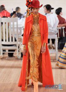 Модное оранжевое пальто весна 2020