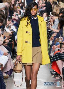 Модное желтое пальто весна 2020