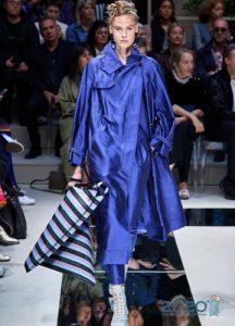 Модное голубое пальто весна 2020