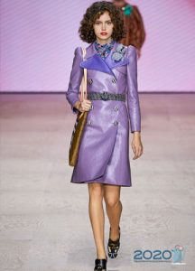 Модное сиреневое пальто весна 2020
