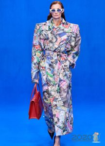 Модное пальто весна 2020 с увеличенной линией плеча