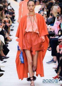 Пальто-кейп - мода сезона весна-лето 2020
