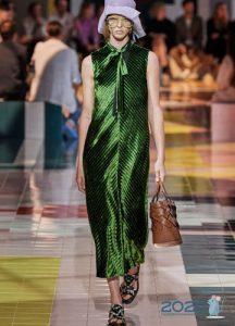 Блестящее зеленое платье весна-лето 2020