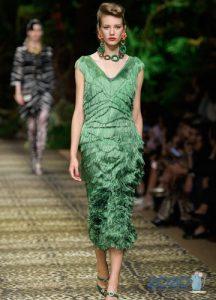 модное платье с бахромой весна-лето 2020