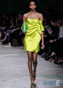 Лимонное платье сезона весна-лето 2020