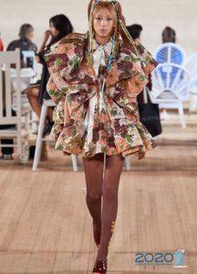 Пышное короткое платье с воланами весна-лето 2020