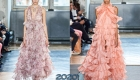 Модное платье с рюшами и воланами на весну и лето 2020 года