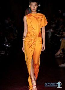 Оранжевое асимметричное платье весна-лето 2020