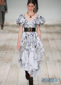 Нежное асимметричное платье весна-лето 2020