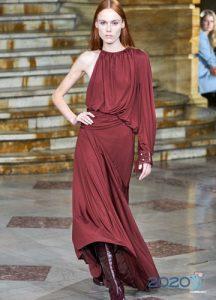 модное асимметричное платье с одним рукавом весна-лето 2020