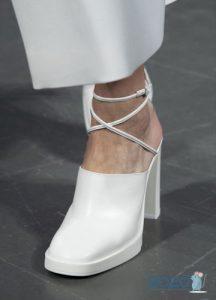 Белые туфли с квадратным носком - тренд весны 2020