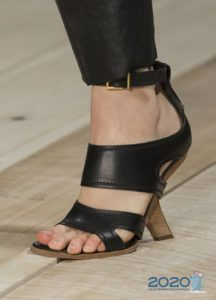 Туфли с оригинальным каблуком на весну 2020 года