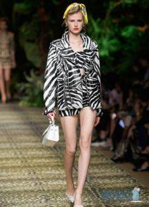 Весенняя куртки с зоологическим принтом на весну 2020 года