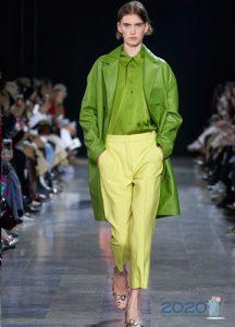 Зеленая кожаная куртка весна-лето 2020