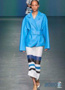 Яркая голубая кожаная куртка весна-лето 2020