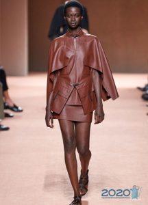 Модный кожаный кейп весна-лето 2020