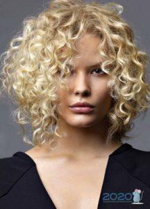 Завивка на средние волосы