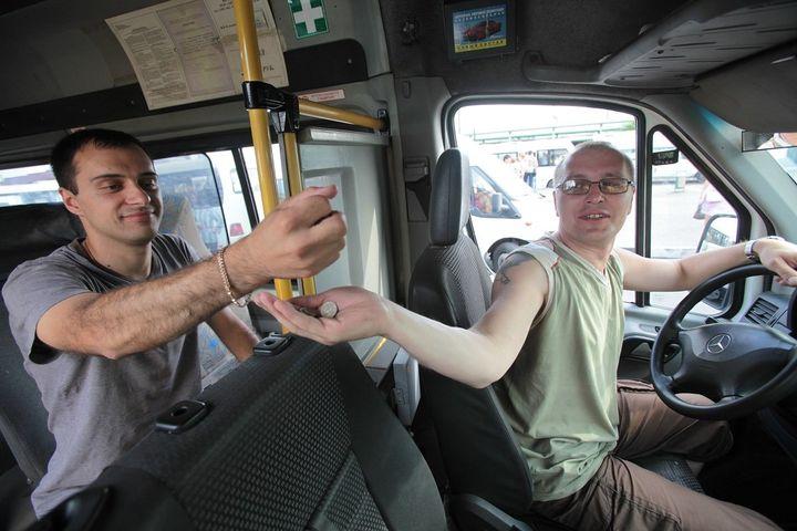 Пассажир оплачивает проезд