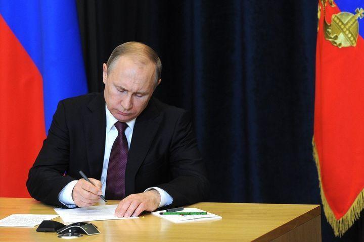 Путин подписывает бюджет